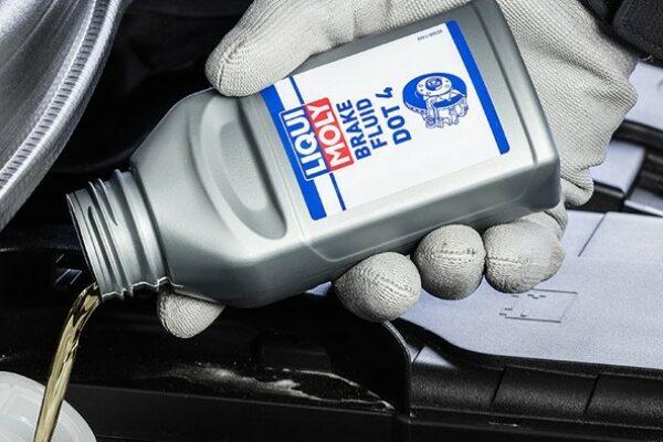 Как часто вы меняете тормозную жидкость в своем автомобиле?